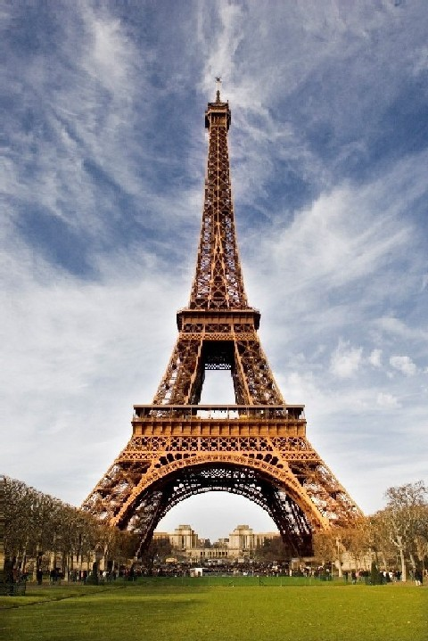 EiffelTower is icon of France _ find universities of France